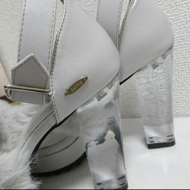 EATME(イートミー)のEATME ファーサンダル レディースの靴/シューズ(サンダル)の商品写真