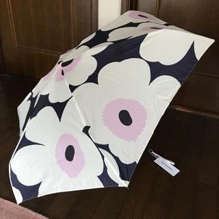 マリメッコ(marimekko)の限定発売 マリメッコ  折りたたみ傘 フィンエアー限定 ショッパー付き(傘)
