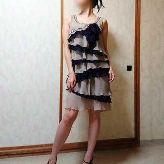 グレースコンチネンタル(GRACE CONTINENTAL)のグレースコンチネンタル★ダイアグラム シルク100% 膝丈ドレス 36サイズ(ミディアムドレス)