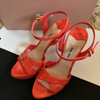 ミュウミュウ(miumiu)のmiumiu❤︎ヒール サンダル 34 オレンジ カワイイ 靴(サンダル)