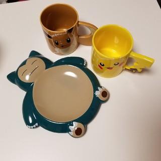ポケモン(ポケモン)のポケモンカフェ限定 イーブイマグカップ ピカチュウマグカップ カビゴンプレート(グラス/カップ)