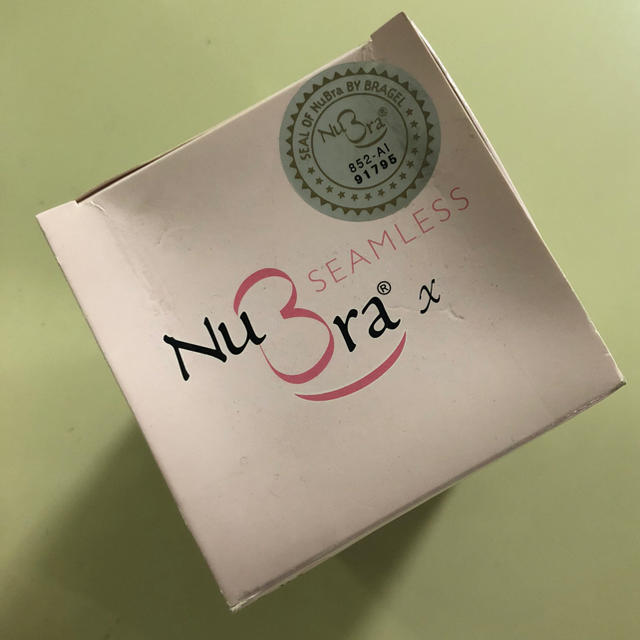 ヌーブラ X シームレス A ブラック 米国製 正規品 最安値の半額 NuBra レディースの下着/アンダーウェア(ヌーブラ)の商品写真