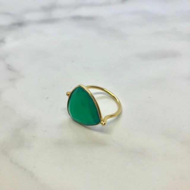 agete(アガット)のグリーンオニキス  24k リング レディースのアクセサリー(リング(指輪))の商品写真