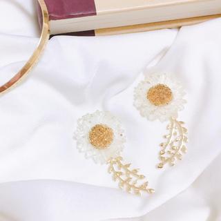 カスタネ(Kastane)のclear flower×leaf pierce*.(ピアス)