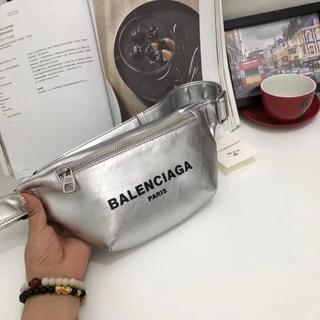 Balenciaga - 新作ですのBalenciagaおウエストポーチ