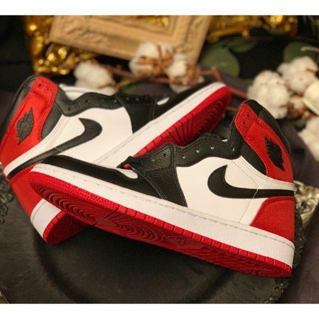 NIKE(ナイキ)のJordan 1 Retro High Satin BlackToe23.5cm レディースの靴/シューズ(スニーカー)の商品写真