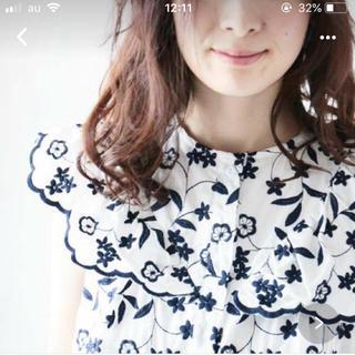 カワイイ(cawaii)のcawaii 花刺繍ブラウス(シャツ/ブラウス(半袖/袖なし))