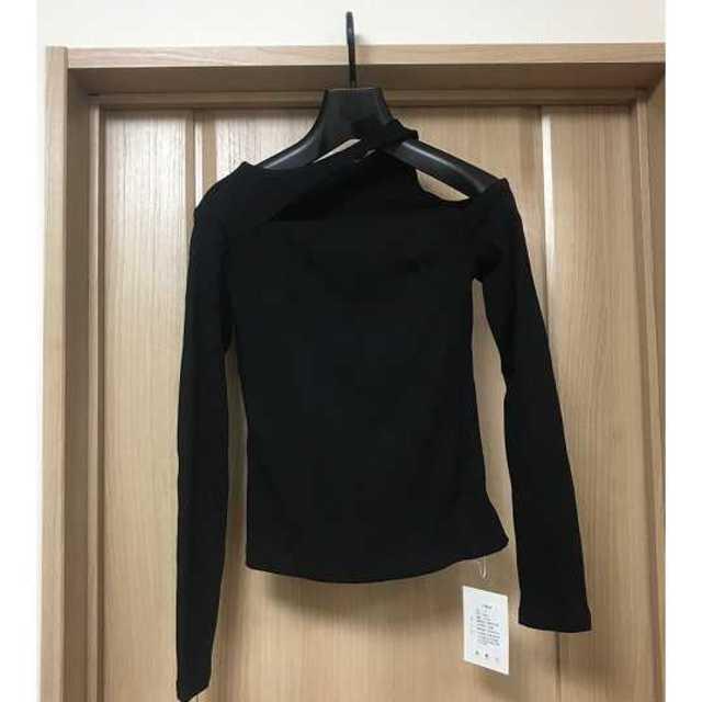 ZARA(ザラ)のロンT トップス ワンショルダー 黒 長袖 無地 カットソー オフショル  レディースのトップス(Tシャツ(長袖/七分))の商品写真