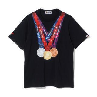 アベイシングエイプ(A BATHING APE)のARENA × BAPE® MEDAL TEE COLOR:BLACK(Tシャツ/カットソー(半袖/袖なし))
