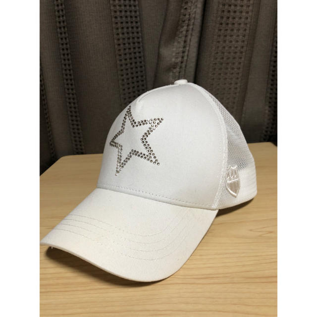 YOSHINORI KOTAKE(ヨシノリコタケ)のヨシノリコタケ×バーニーズニューヨーク キャップ 星 スワロフスキー ホワイト メンズの帽子(キャップ)の商品写真