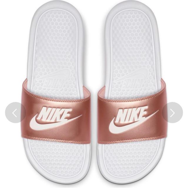 NIKE(ナイキ)の【新品】NIKE ベナッシ レディースの靴/シューズ(サンダル)の商品写真