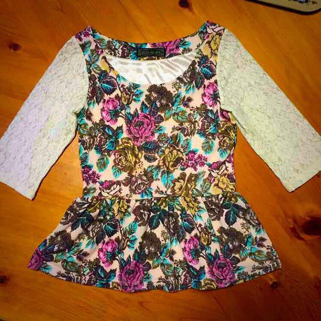 CECIL McBEE(セシルマクビー)の白レース花柄トップス♡色違いあり♡ レディースのトップス(Tシャツ(長袖/七分))の商品写真