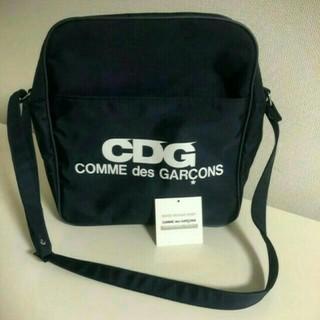 コムデギャルソン(COMME des GARCONS)の新品 コムデギャルソンCDG エアライン ロゴ ショルダーバッグ 黒(ショルダーバッグ)