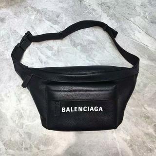バレンシアガ(Balenciaga)のBALENCIAGA ウエストバッグ 大容量 ボデイーバッグ (ボディーバッグ)