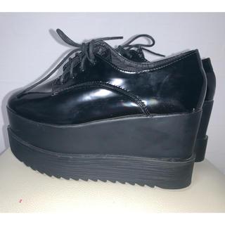 エブリン(evelyn)のevelyn 靴 厚底 フラットシューズ(ローファー/革靴)