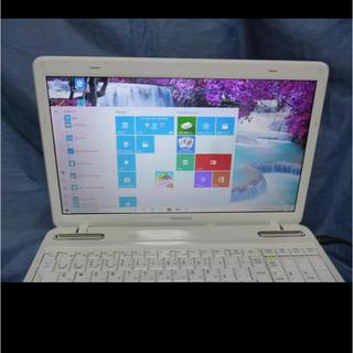 トウシバ(東芝)のノートパソコンTOSHIBAdynabook白(オフィス/パソコンデスク)