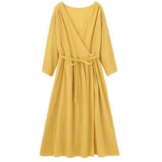 ジーユー(GU)のGU カシュクールガウン(7分袖) Sサイズ イエロー yellow(ロングワンピース/マキシワンピース)