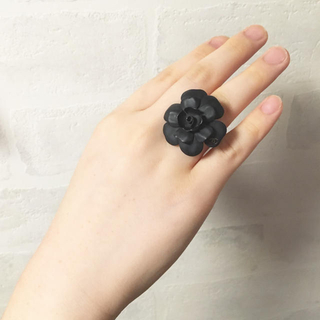 シャネル(CHANEL)のシャネル❤カメリア ロゴ リング(リング(指輪))