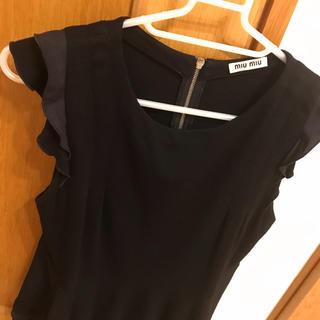 ミュウミュウ(miumiu)のチェリモ様専用 miumiu  ブラック 袖フリル カットソー(カットソー(半袖/袖なし))