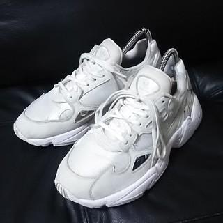 アディダス(adidas)の 定10789円限定希少!アディダスファルコン高級ダッドスニーカー白灰24   (スニーカー)