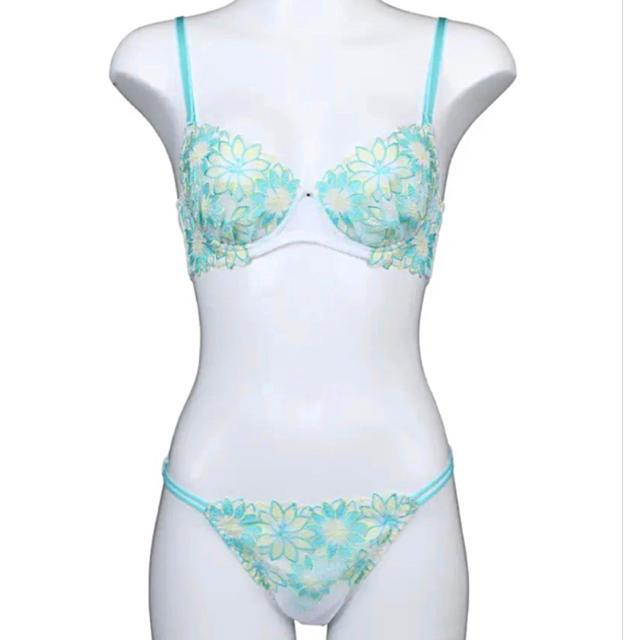 レアデザイン✨♥️咲き誇るダリア刺繍ブラショーツセット レディースの下着/アンダーウェア(ブラ&ショーツセット)の商品写真