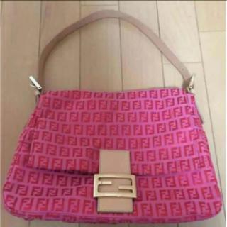 フェンディ(FENDI)の美品 正規品 定価12万 フェンディ キャンパス ピンク ロゴ バッグ(ハンドバッグ)