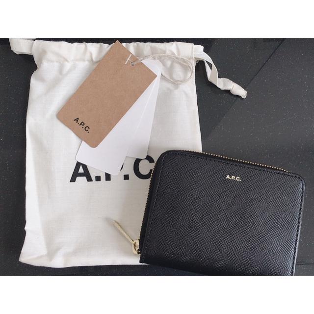 A.P.C - ★新品未使用★即購入ok★A.P.C 二つ折り財布 エンボスの通販 by やまのこ's shop|アーペーセーならラクマ