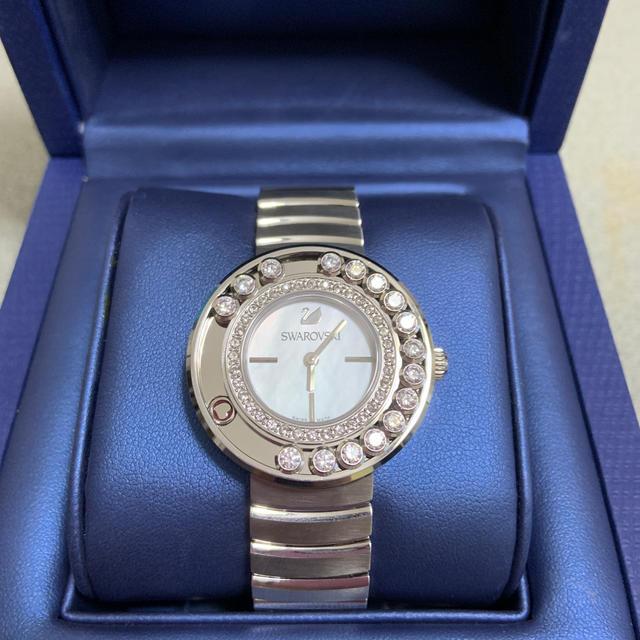 SWAROVSKI - スワロフスキーラブリークリスタルホワイトメタル時計の通販 by かえるん's shop|スワロフスキーならラクマ