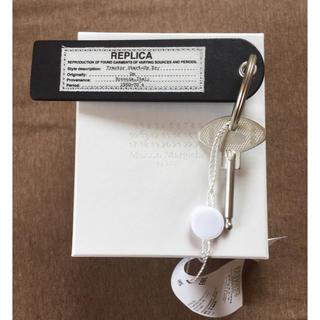 マルタンマルジェラ(Maison Martin Margiela)の値下新品 マルジェラ REPLICA キーホルダー キーリング 黒(リング(指輪))