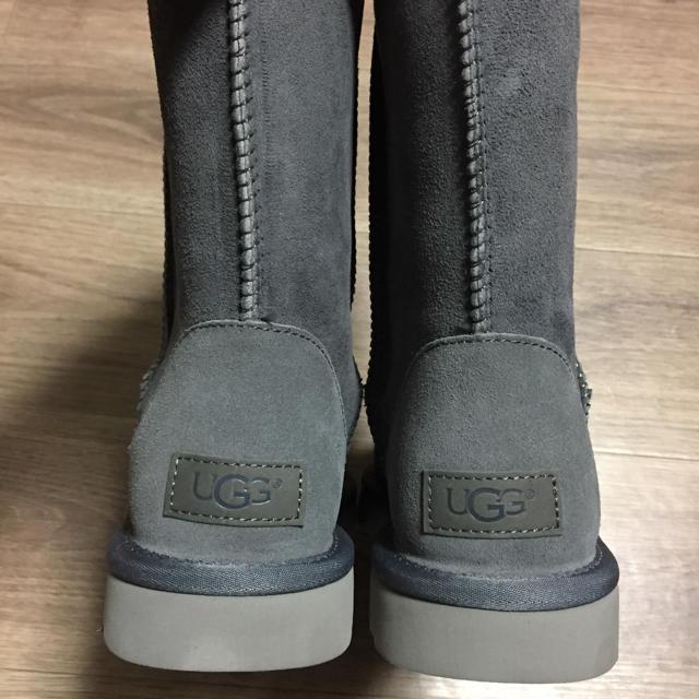 UGG(アグ)の新品未使用!正規品UGGムートンブーツクラッシックショート2グレー 26センチ レディースの靴/シューズ(ブーツ)の商品写真