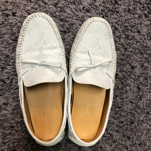 LOUIS VUITTON(ルイヴィトン)のLouis Vitton ルイヴィトン ローファー 靴 白 モノグラム モカシン メンズの靴/シューズ(スリッポン/モカシン)の商品写真