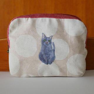 猫刺繍♪水玉生地×赤ファスナーのスクエアポーチ(ポーチ)