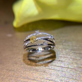 三連デザインイエローダイヤモンドと白ダイヤモンドの指輪(リング(指輪))