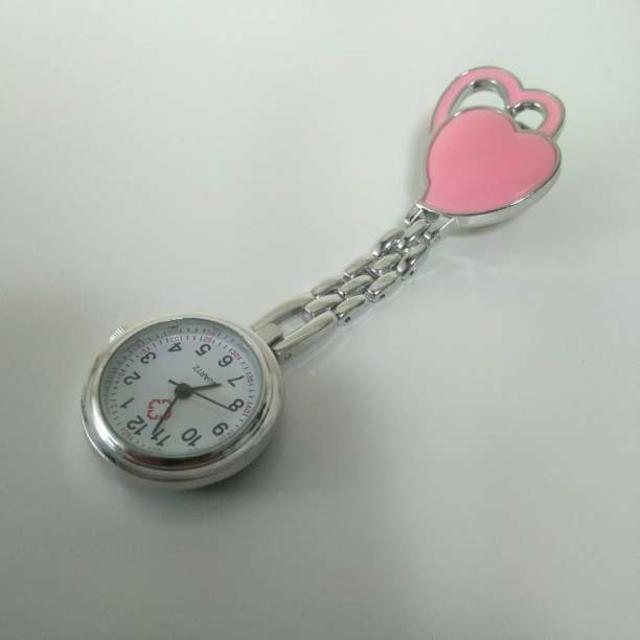 送料無料 ナースウォッチ ハート柄 クリップ式 逆さ文字盤 ピンクの通販 by IKEAが好き☆'s shop|ラクマ