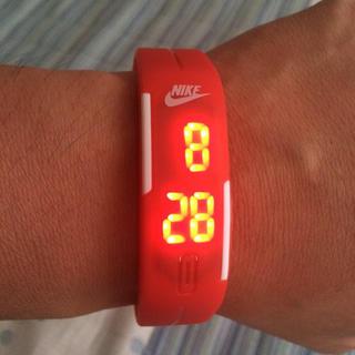 ナイキ(NIKE)のナイキLED腕時計赤(腕時計)