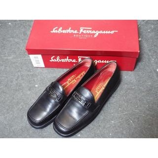 サルヴァトーレフェラガモ(Salvatore Ferragamo)のフェラガモ ローファー 黒 シルバー金具 MB736(ローファー/革靴)