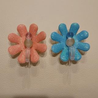 スイマー(SWIMMER)のレア  SWIMMER  吸盤フック  花  フラワー  ピンク  ブルー (収納/キッチン雑貨)