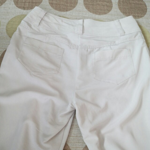 LD prime(エルディープライム)のオフホワイト 七分パンツ レディースのパンツ(クロップドパンツ)の商品写真