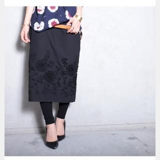 アンティカ(antiqua)のアンティカ 花柄 ブラック スカート(ひざ丈スカート)