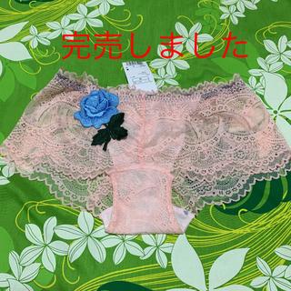 アンフィ(AMPHI)のMサイズ・ワコール・amphi・ピーチ系のサーモン色・ブルーローズ(ショーツ)