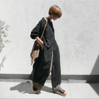 トゥデイフル(TODAYFUL)のサイドスリットスキッパーロングシャツ新品ブラックロングシャツワンピース黒cft(シャツ/ブラウス(長袖/七分))