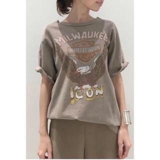 アパルトモンドゥーズィエムクラス(L'Appartement DEUXIEME CLASSE)のSTAMMBAUM MILWAUKEE Tシャツ ブラウン(Tシャツ(半袖/袖なし))