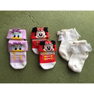 ディズニー(Disney)のディズニーリゾート ミニー デイジー 白フリル 靴下 ベビー(靴下/タイツ)