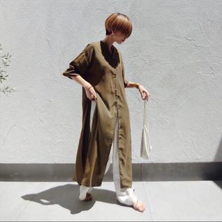 トゥデイフル(TODAYFUL)のサイドスリットスキッパーロングシャツ新品カーキロングシャツワンピースcft (ロングワンピース/マキシワンピース)