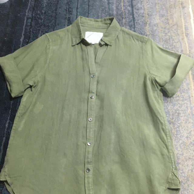 23区(ニジュウサンク)の23区 リベコ リネン 半袖ブラウス カーキ 38 レディースのトップス(シャツ/ブラウス(半袖/袖なし))の商品写真