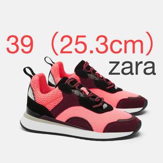 ザラ(ZARA)のzara  ネオンカラー ピンク スニーカー(スニーカー)