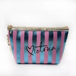 ヴィクトリアズシークレット(Victoria's Secret)のインポート 防水PVC 化粧ポーチバッグ ストライプ ピンク×メタリックブルー(ポーチ)