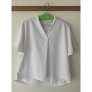 ジーユー(GU)のgu フロントタックプルオーバー M(シャツ/ブラウス(半袖/袖なし))