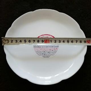 ヤマザキセイパン(山崎製パン)のヤマザキ 白いフローラルディッシュ皿 3枚セット(着払い設定)(食器)