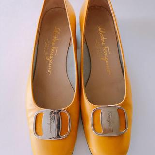 サルヴァトーレフェラガモ(Salvatore Ferragamo)のサルヴァトーレフェラガモ2センチヒール(ローファー/革靴)